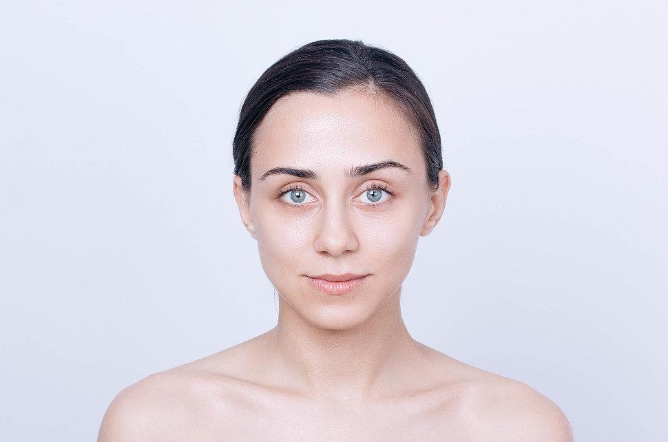как правильно наносить сухой хайлайтер на лицо