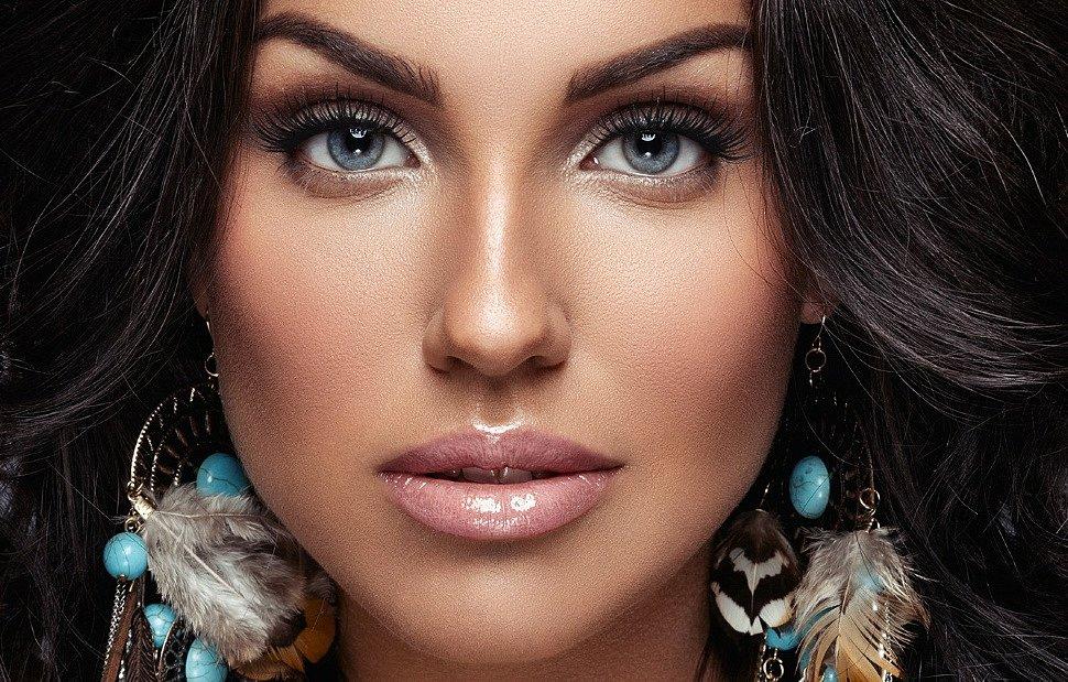тени для голубых глаз и темных волос